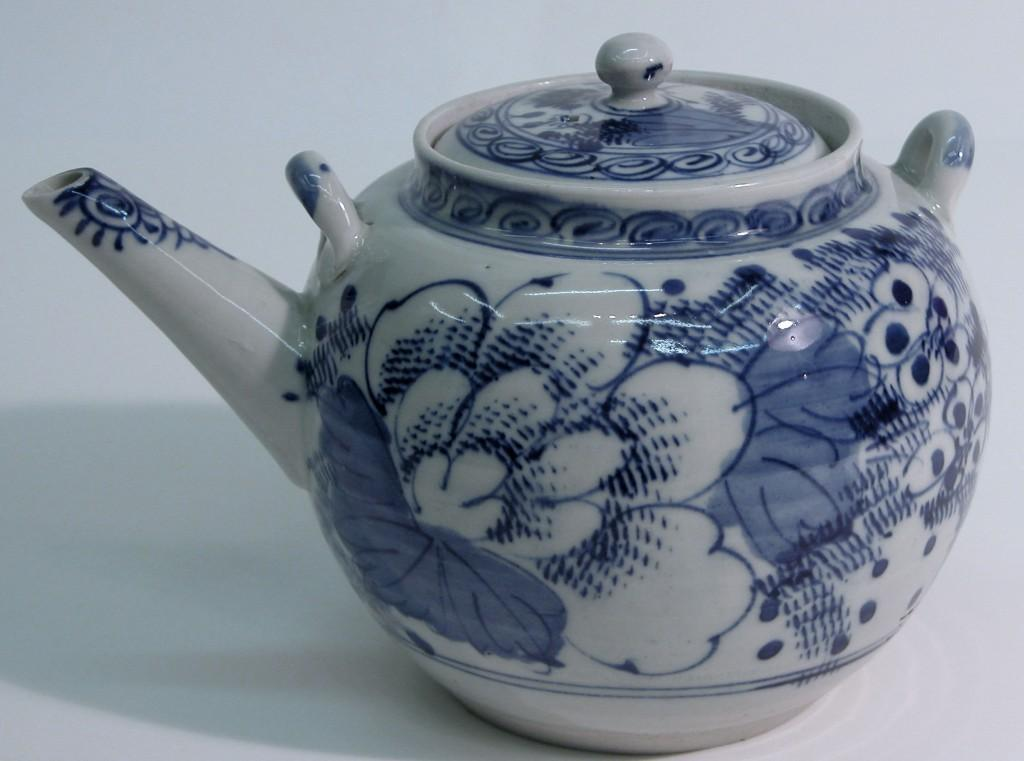 Chinese Porcelain teapot, 18th century