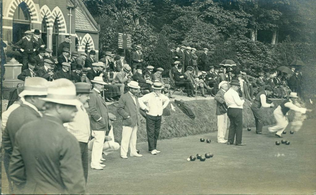 Canadian touring team and Stirling Club members on a bright sunny day in 1904